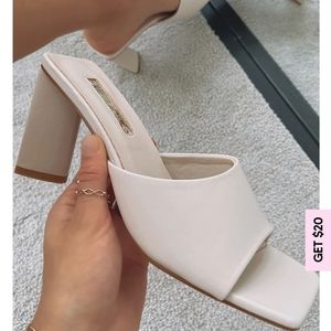 Gretel mules in Oyster